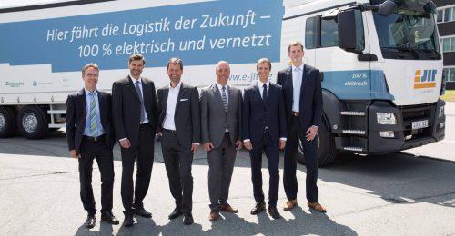 v.l.n.r. C.Liebich (BMWi), A.Wächtler (AMZ), M.Weihrauch (Porsche Leipzig), R.Wolf (Volkswagen Sachsen), T.Lammer (Schnellecke Transport), M.Taubenreuther (IAV); Credit: Annette Hornischer, DDI
